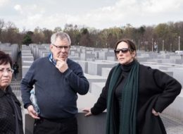 Juden in Berlin - Vor dem Holocaust Mahnmal Berlin