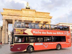 Bus vor dem Brandenburger Tor